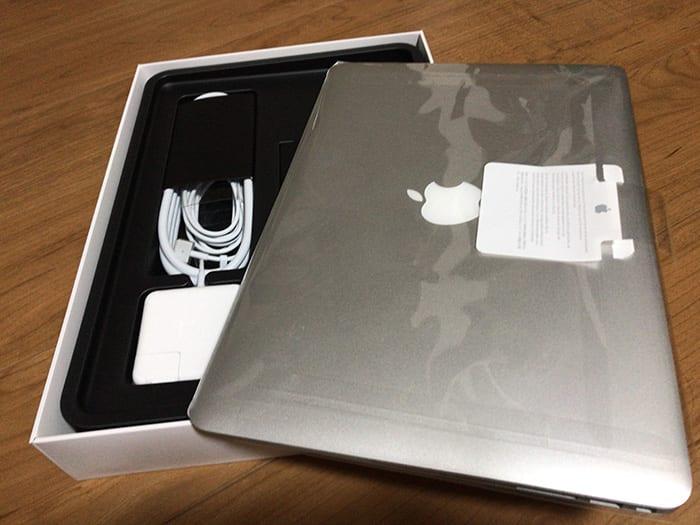 MacBook Airの同梱箱への返品配送準備