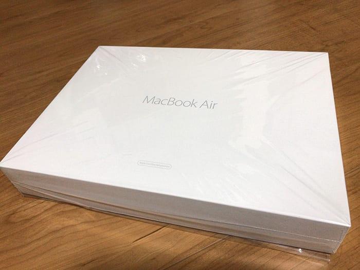 Apple Macbookair 同梱版の白いパッケージ