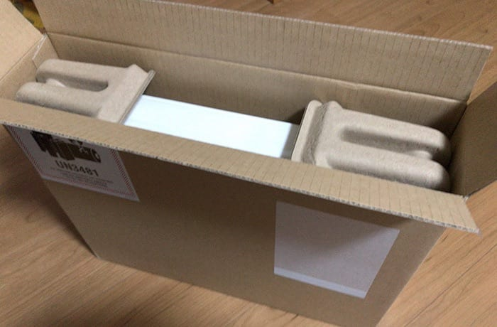 Apple Macbookair さらに茶色いパッケージに同梱