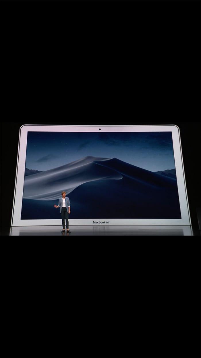 Apple CEO ティム・クック氏の発表風景イメージ