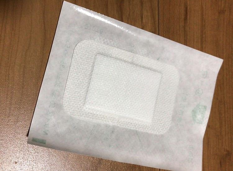 薬局で購入した大きめの絆創膏の画像