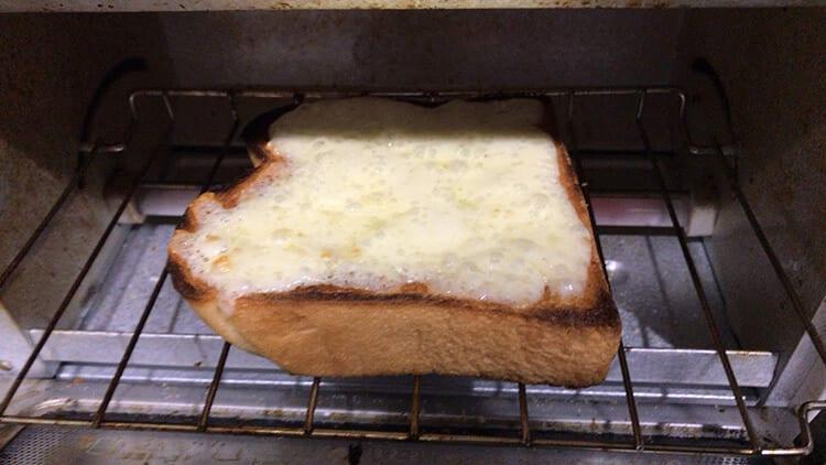 チーズトーストが焼き上がりました
